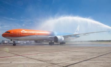 orange pride, rio, boeing 777-300