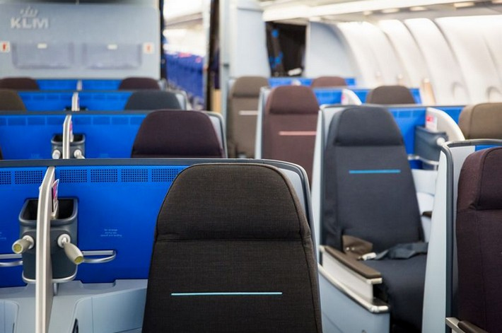 Klm voorziet eerste a330 van nieuwe world business class for Interieur 777 300